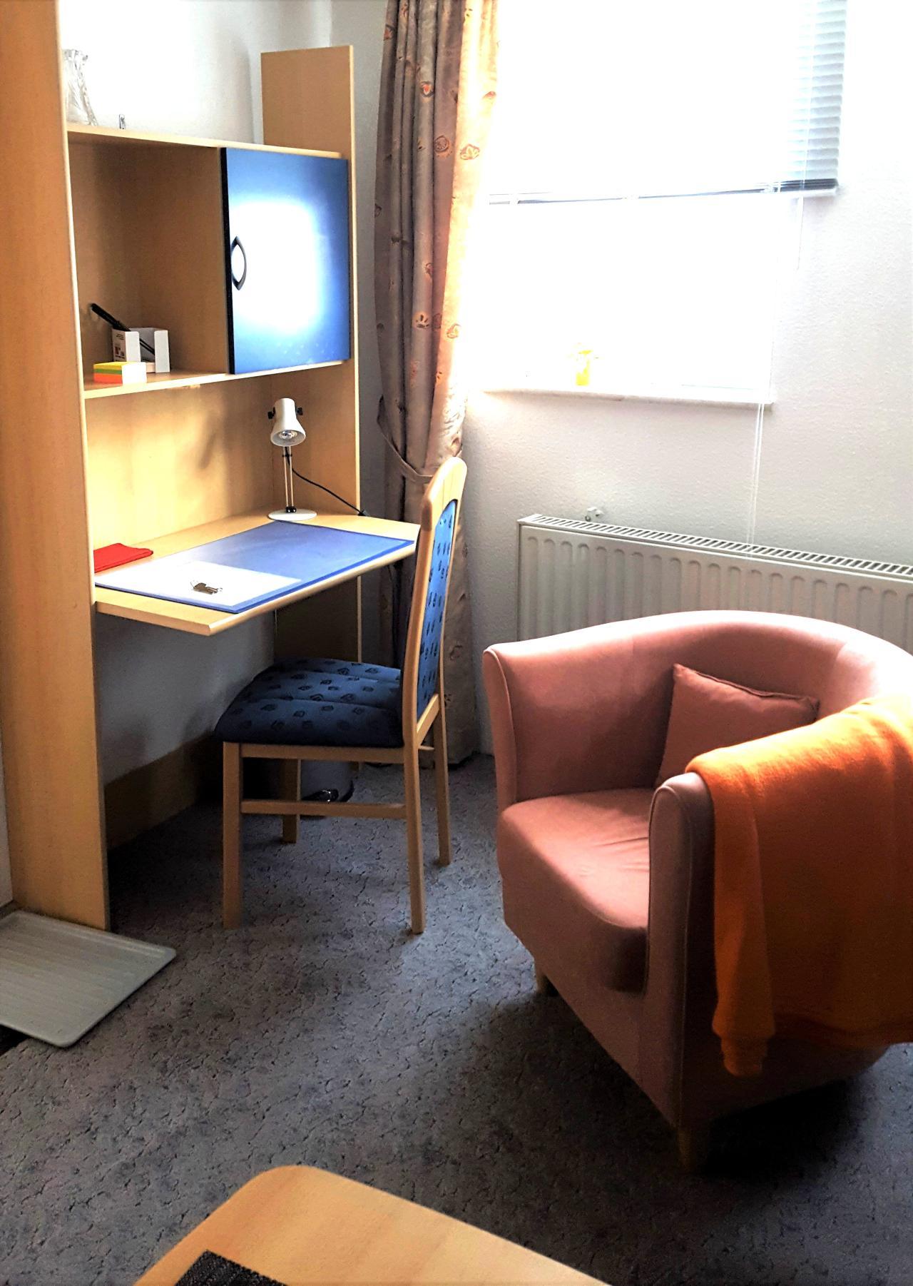 Fernschild_Schreibtisch.jpg