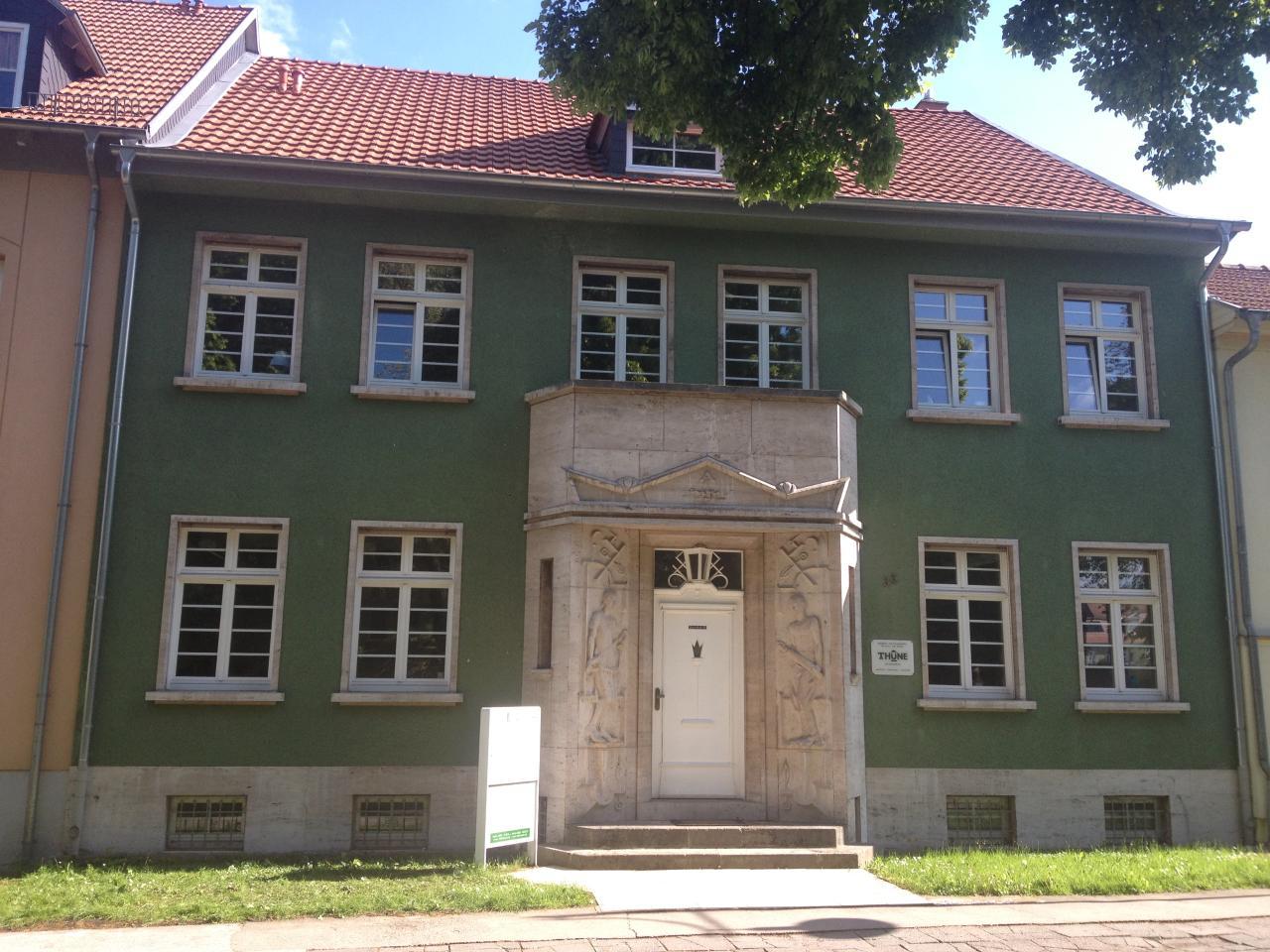 Haupteingang_Lindenbühl 35_2013.jpg